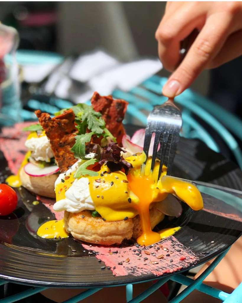 Eggs Benedict on toast by EatMyTrip - Brunch & Bakery Barcelona
