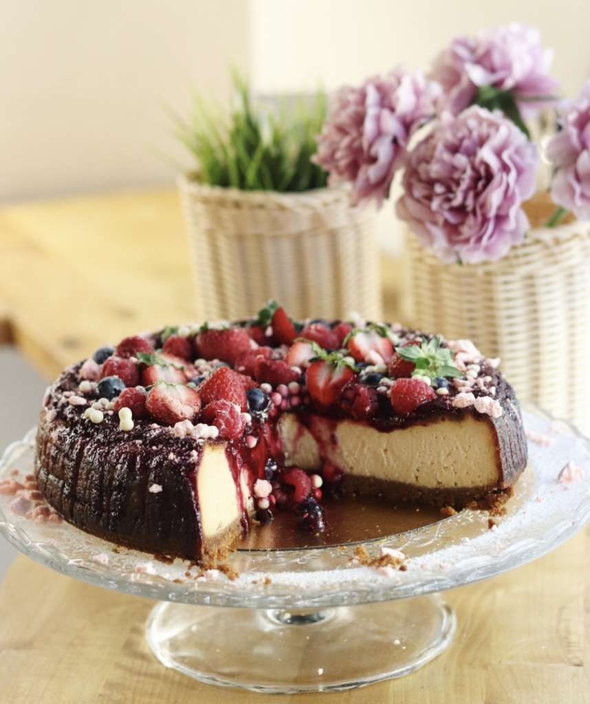 Homemade cake with Chocolate and Strawberry by EatMyTrip - Brunch & Bakery Barcelona