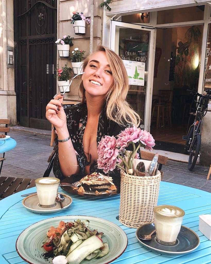 Girl eating brunch in EatMyTrip - Brunch & Bakery Barcelona